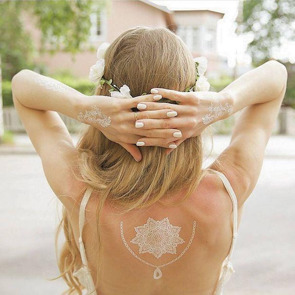 AD-White-Henna-Tattoo-Temporary-Women-Instagram-Trend-09