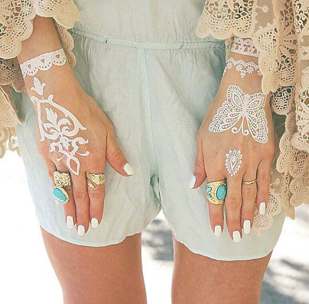 AD-White-Henna-Tattoo-Temporary-Women-Instagram-Trend-16