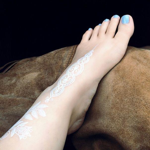 AD-White-Henna-Tattoo-Temporary-Women-Instagram-Trend-26