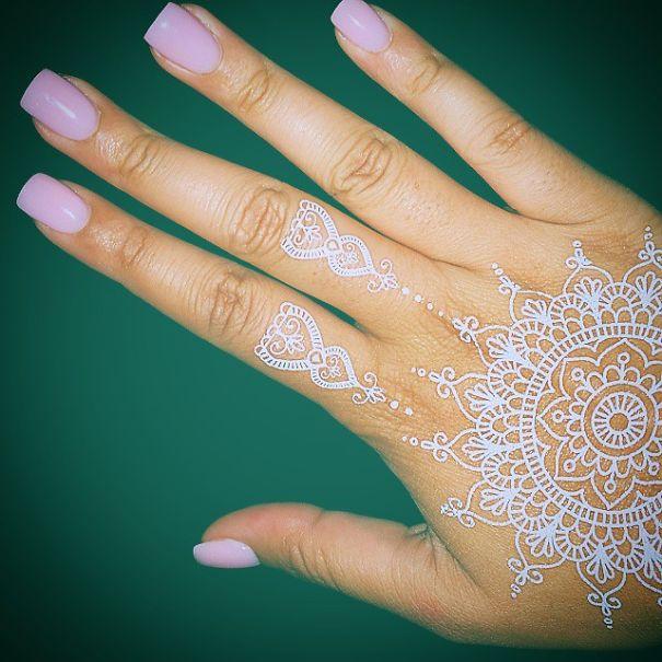AD-White-Henna-Tattoo-Temporary-Women-Instagram-Trend-29