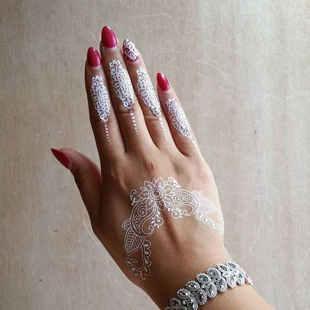AD-White-Henna-Tattoo-Temporary-Women-Instagram-Trend-30