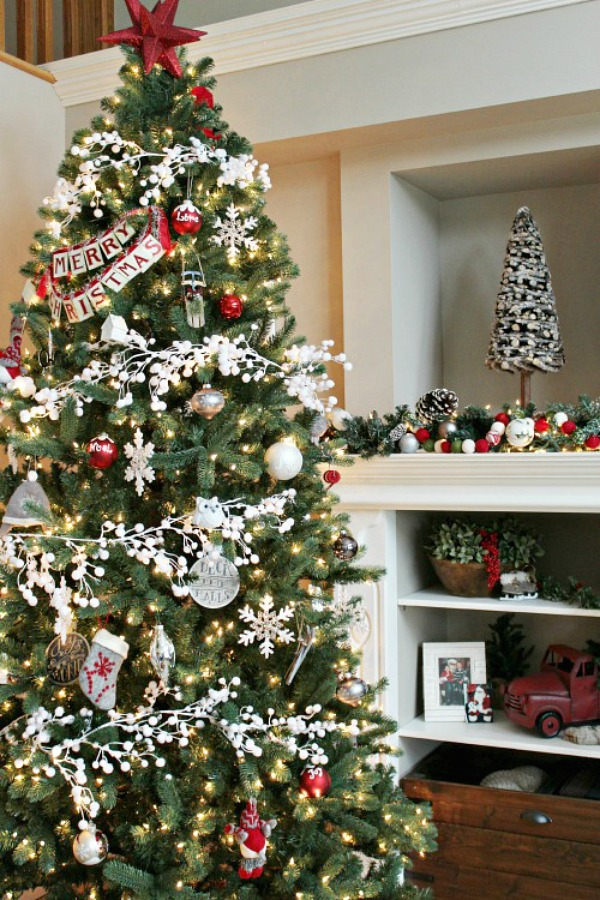 AD-Christmas-Tree-Ideas-For-An-Unforgettable-Holiday-02
