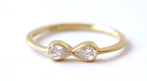 AD-Impossibly-Delicate-Engagement-Rings-That-Are-Utter-Perfection-03