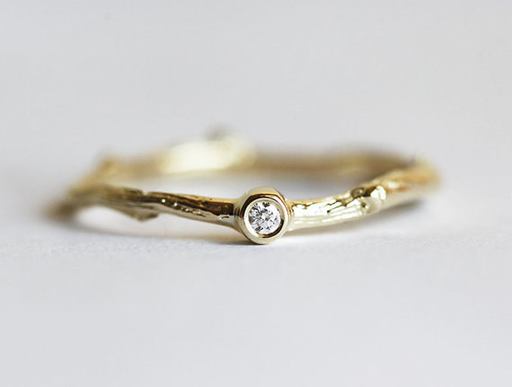 AD-Impossibly-Delicate-Engagement-Rings-That-Are-Utter-Perfection-04