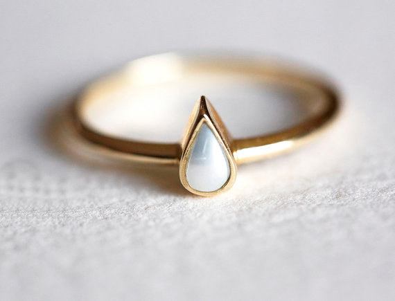 AD-Impossibly-Delicate-Engagement-Rings-That-Are-Utter-Perfection-07