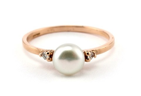 AD-Impossibly-Delicate-Engagement-Rings-That-Are-Utter-Perfection-10