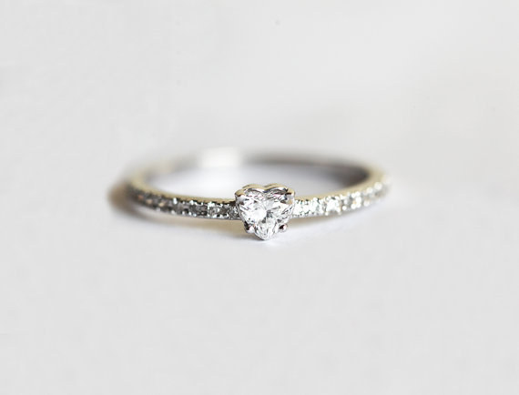 AD-Impossibly-Delicate-Engagement-Rings-That-Are-Utter-Perfection-17