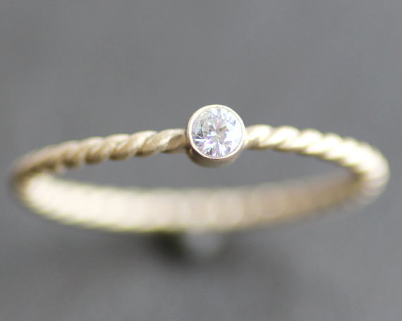 AD-Impossibly-Delicate-Engagement-Rings-That-Are-Utter-Perfection-26