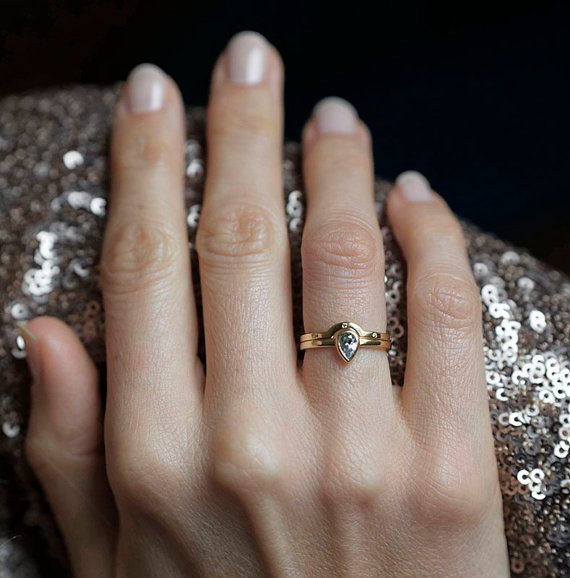 AD-Impossibly-Delicate-Engagement-Rings-That-Are-Utter-Perfection-31