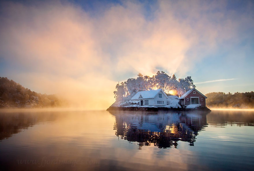 70 Lonely Little Houses Lost In Majestic Winter Scenery