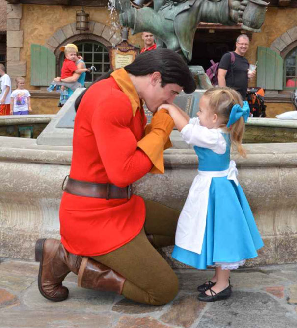 AD-Mom-Sews-Disney-Costumes-For-Her-Daughter-01
