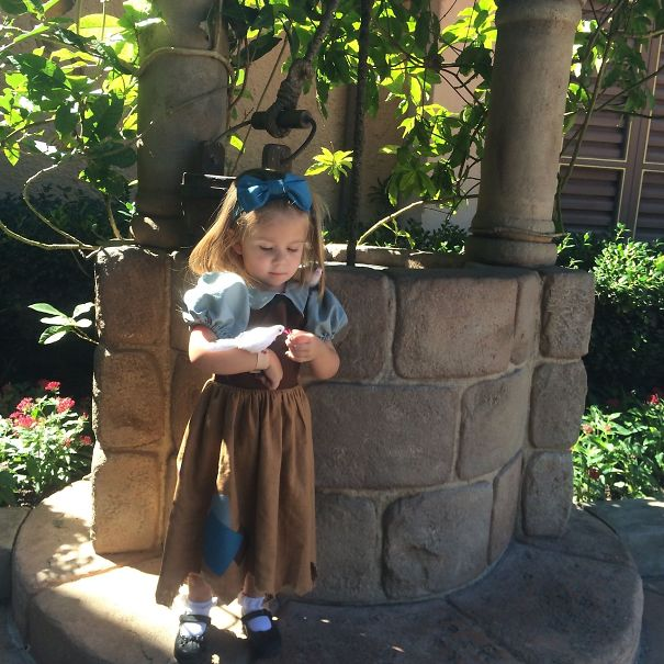 AD-Mom-Sews-Disney-Costumes-For-Her-Daughter-06