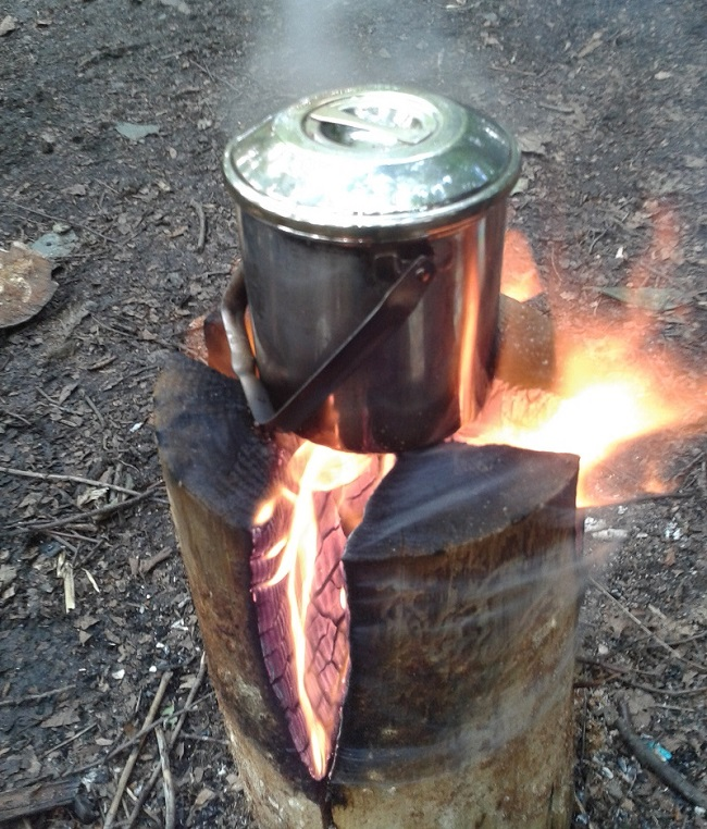 AD-Swedish-Fire-Torch-Make-A-Stove-From-A-Single-Log-00