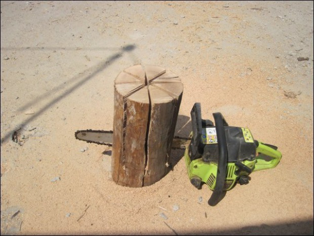 AD-Swedish-Fire-Torch-Make-A-Stove-From-A-Single-Log-02