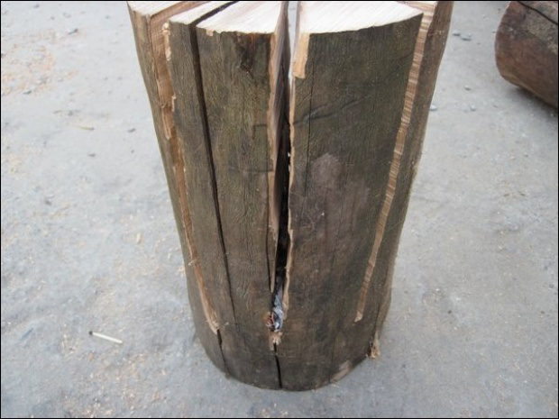 AD-Swedish-Fire-Torch-Make-A-Stove-From-A-Single-Log-03