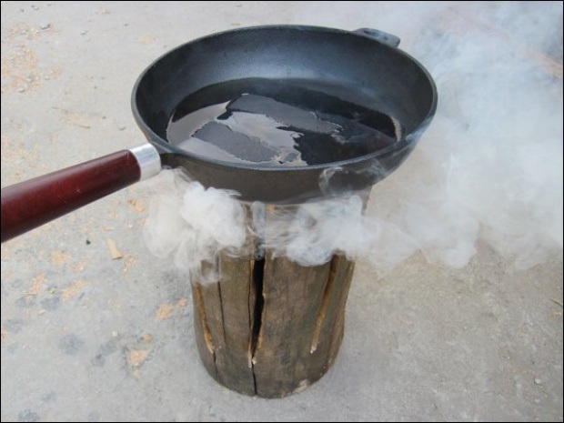 AD-Swedish-Fire-Torch-Make-A-Stove-From-A-Single-Log-06