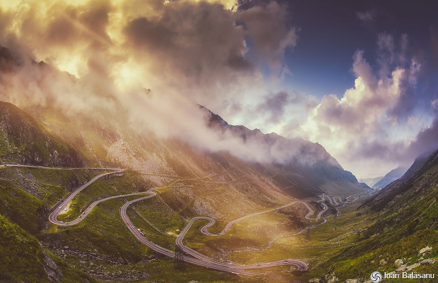 AD-The-Most-Wonderful-Roads-In-The-World-05