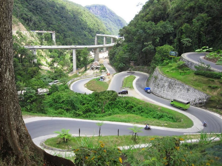 AD-The-Most-Wonderful-Roads-In-The-World-18