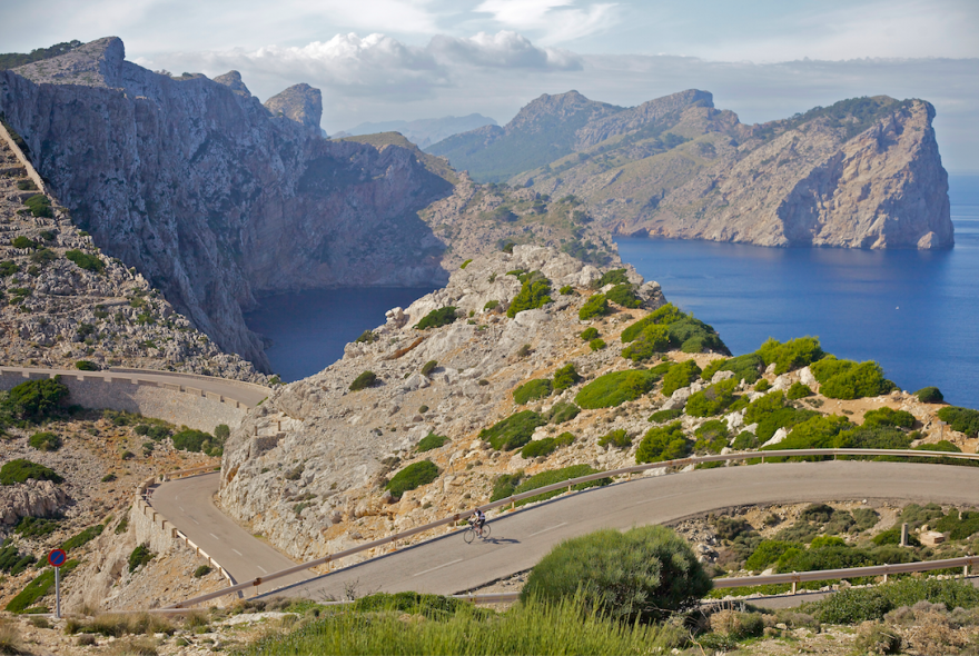 AD-The-Most-Wonderful-Roads-In-The-World-22