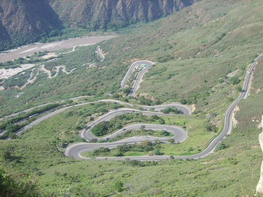 AD-The-Most-Wonderful-Roads-In-The-World-44