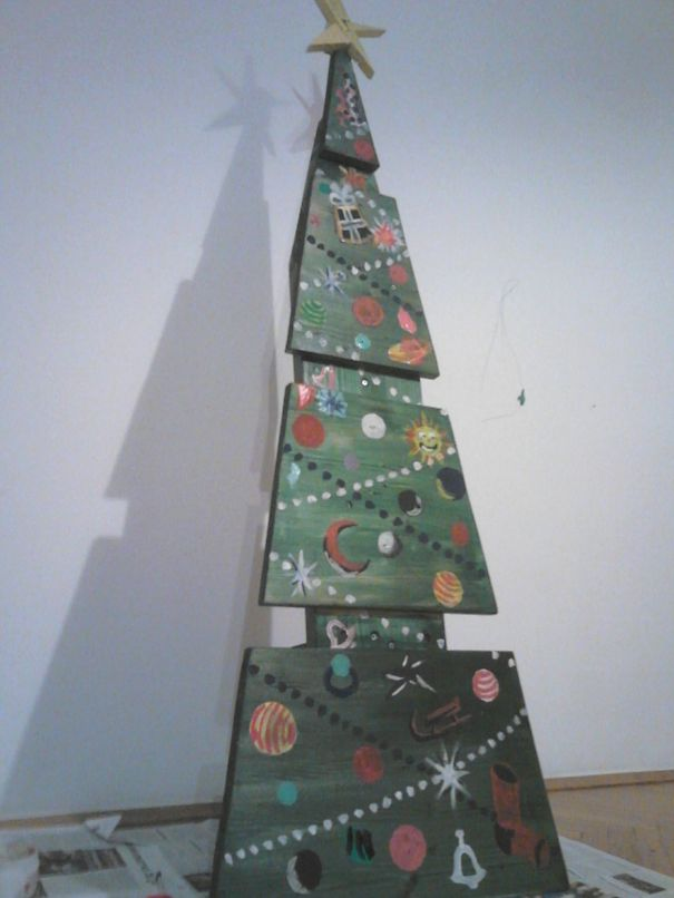 AD-100+-Of-The-Most-Creative-Christmas-Trees-Ever-105