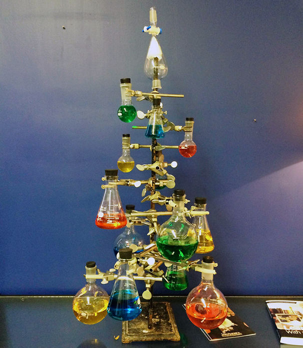 AD-100+-Of-The-Most-Creative-Christmas-Trees-Ever-30