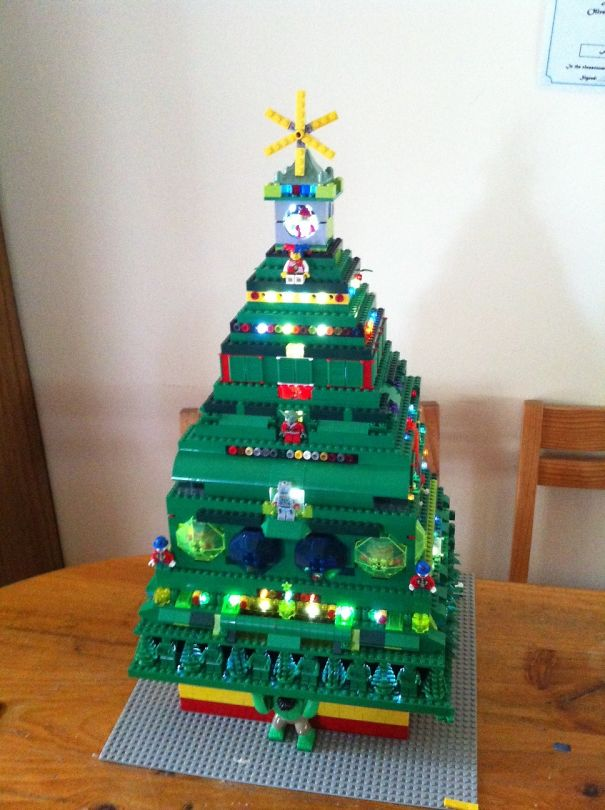 AD-100+-Of-The-Most-Creative-Christmas-Trees-Ever-36