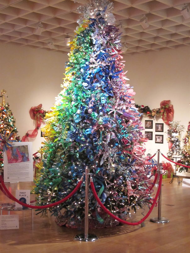 AD-100+-Of-The-Most-Creative-Christmas-Trees-Ever-37