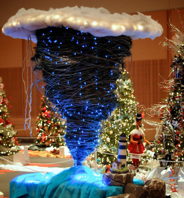 AD-100+-Of-The-Most-Creative-Christmas-Trees-Ever-40
