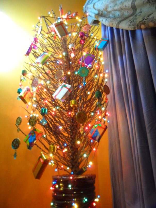 AD-100+-Of-The-Most-Creative-Christmas-Trees-Ever-83