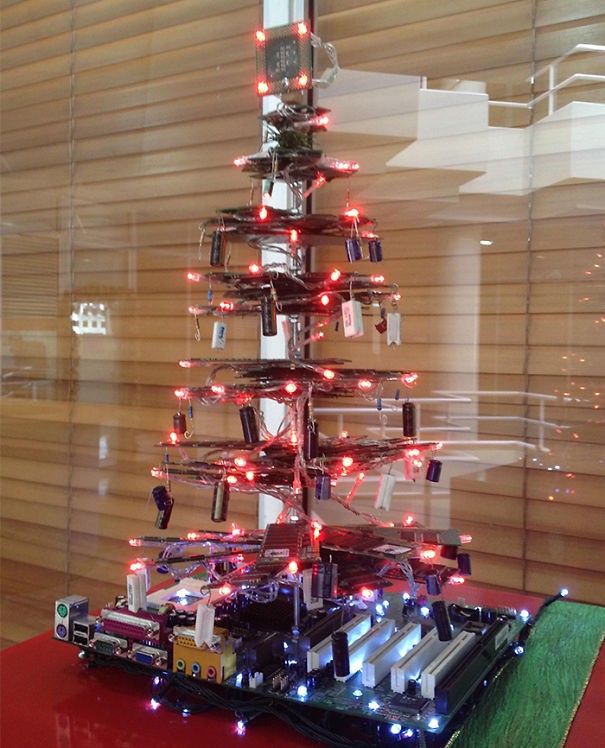 AD-100+-Of-The-Most-Creative-Christmas-Trees-Ever-96