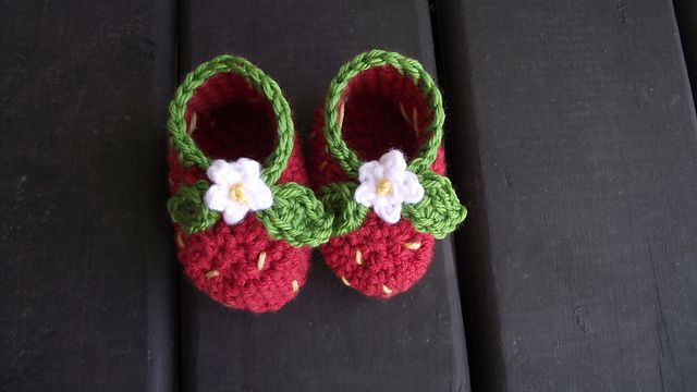AD-Adorable-And-FREE-Crochet-Baby-Booties-Patterns-31