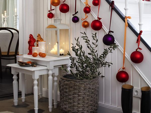 30 Beautiful Christmas Stairs Decoration Ideas Architecture Design