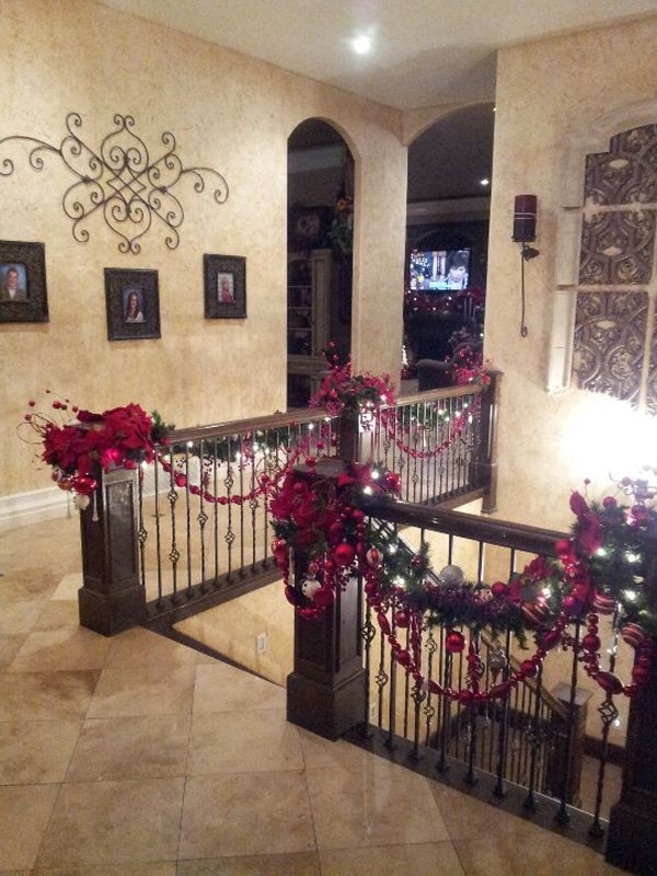 ad beautiful christmas stairs decoration ideas 02