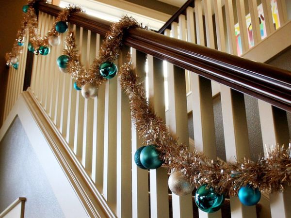AD-Beautiful-Christmas-Stairs-Decoration-Ideas-08