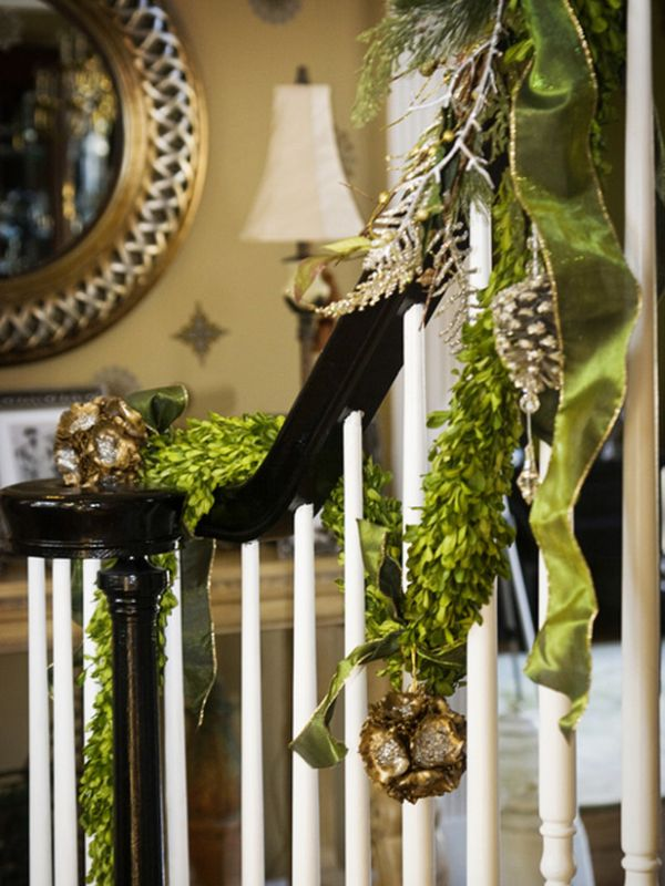 AD-Beautiful-Christmas-Stairs-Decoration-Ideas-09