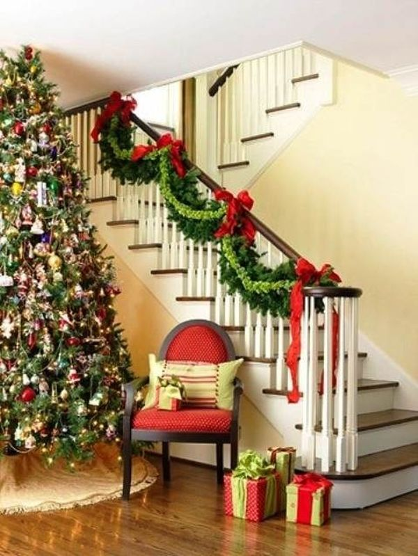 30 Beautiful Christmas Stairs Decoration Ideas | Architecture & Design