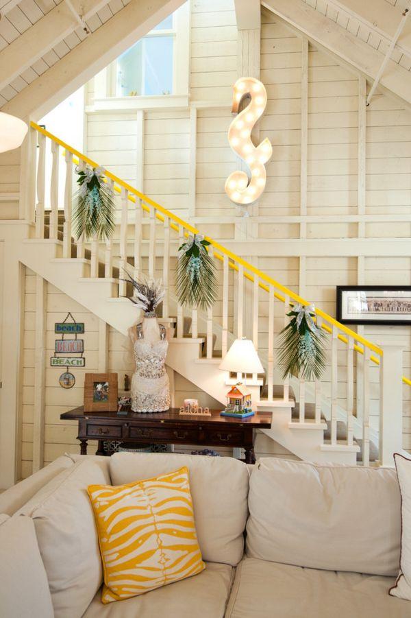 30 Beautiful Christmas Stairs Decoration Ideas ...
