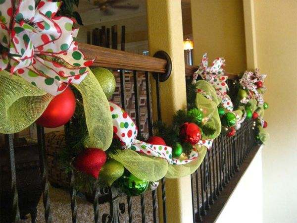 AD-Beautiful-Christmas-Stairs-Decoration-Ideas-30