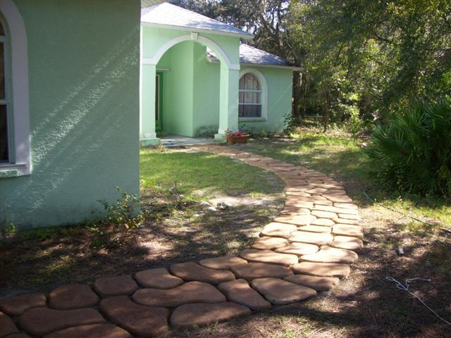 AD-Beautiful-DIY-Stepping-Stone-Ideas-To-Decorate-Your-Garden-07