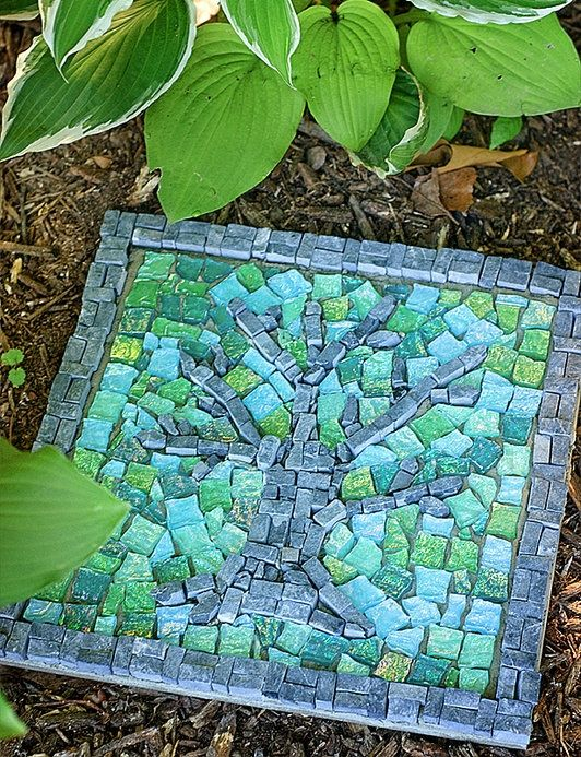 AD-Beautiful-DIY-Stepping-Stone-Ideas-To-Decorate-Your-Garden-15