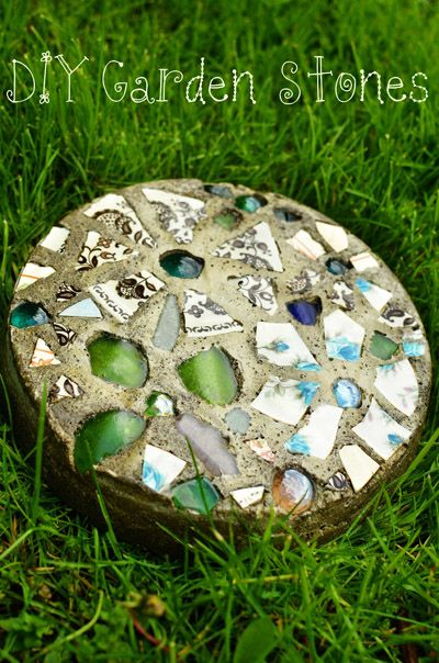 AD-Beautiful-DIY-Stepping-Stone-Ideas-To-Decorate-Your-Garden-21