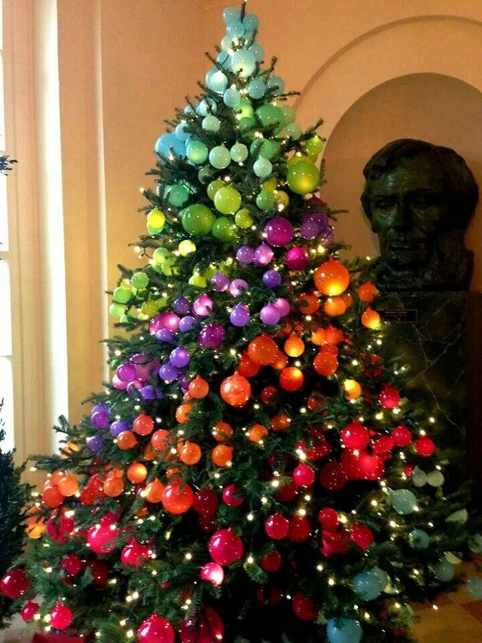 AD Colorful And Sweet Christmas Tree Decorating Ideas