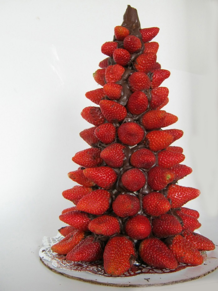 AD-Colorful-And-Sweet-Christmas-Tree-Decorating-Ideas-14