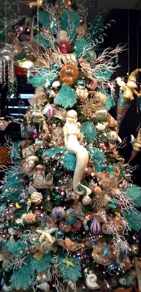 AD-Colorful-And-Sweet-Christmas-Tree-Decorating-Ideas-19-1