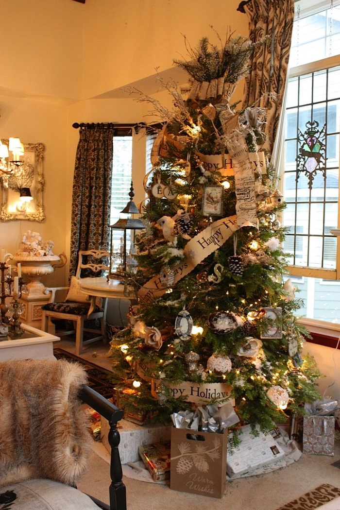 AD-Colorful-And-Sweet-Christmas-Tree-Decorating-Ideas-23