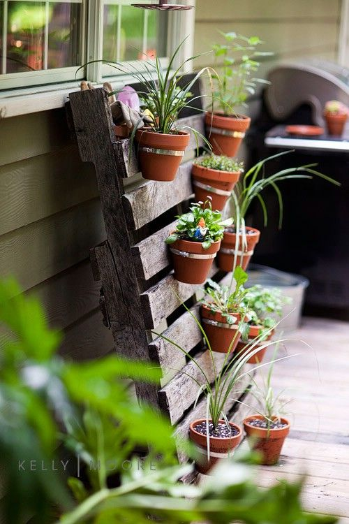 ad creative diy vertical gardens for your home - Construction Jardiniere Palette