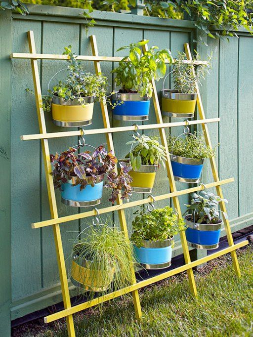25 creative diy vertical gardens for your home - Como decorar mi jardin ...