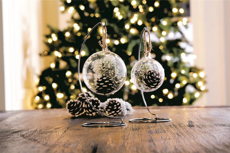 AD-Creative-Pinecone-Crafts-For-Your-Holiday-Decorations-16