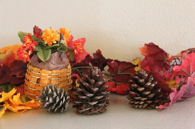 AD-Creative-Pinecone-Crafts-For-Your-Holiday-Decorations-27